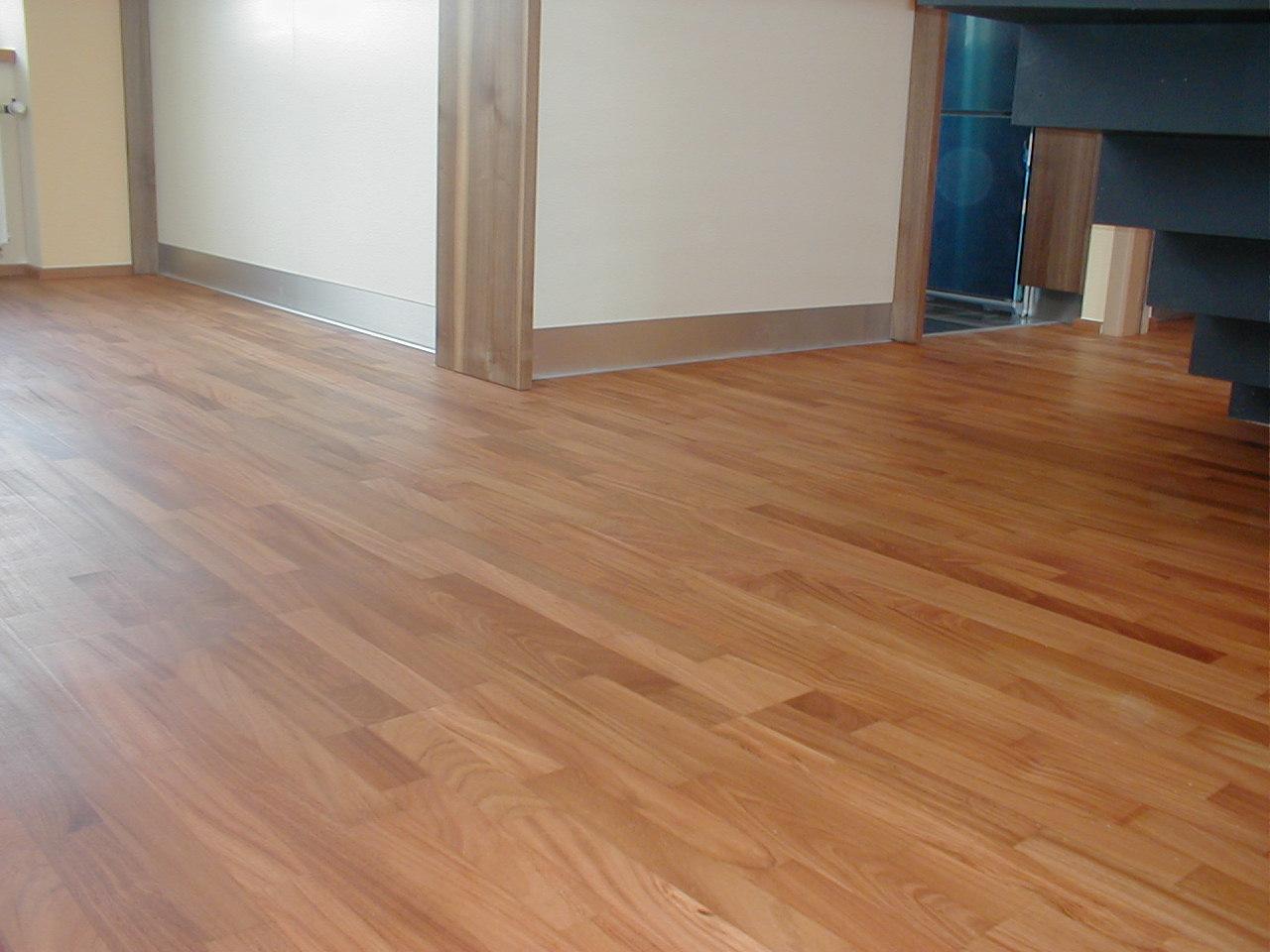 Dřevěné třívrstvé podlahy QUICK.STEP PARQUET z masivu s výhodnou slevou 15 %