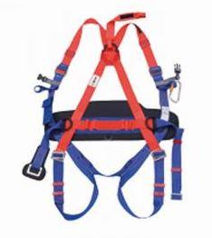 Ochranné prostředky pro práci ve výškách – tělové postroje, lana a karabiny