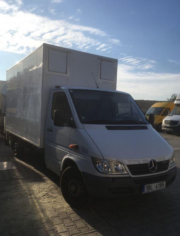 Profesionálové v oblasti oprav značky Mercedes-Benz osobních i dodávkových vozů