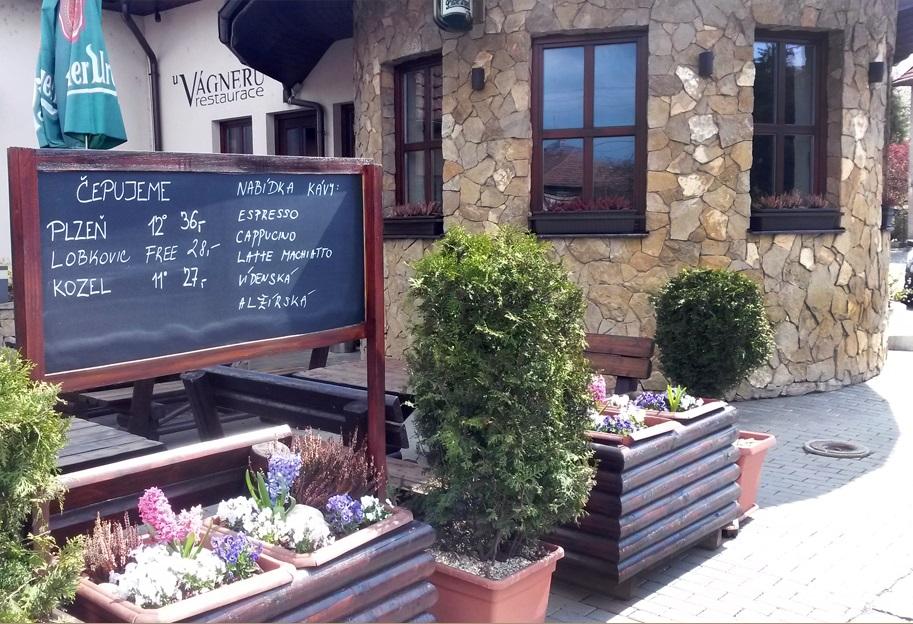 Restaurace se specializací na českou kuchyni vaří obědy a připraví rauty na firemní, soukromé akce
