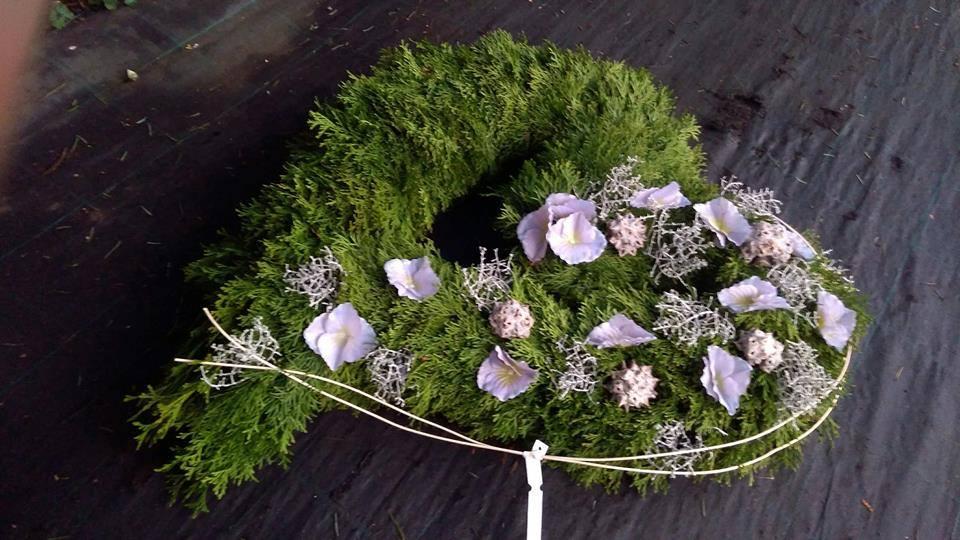 smuteční vazby připraví Zahradní centrum Květinka