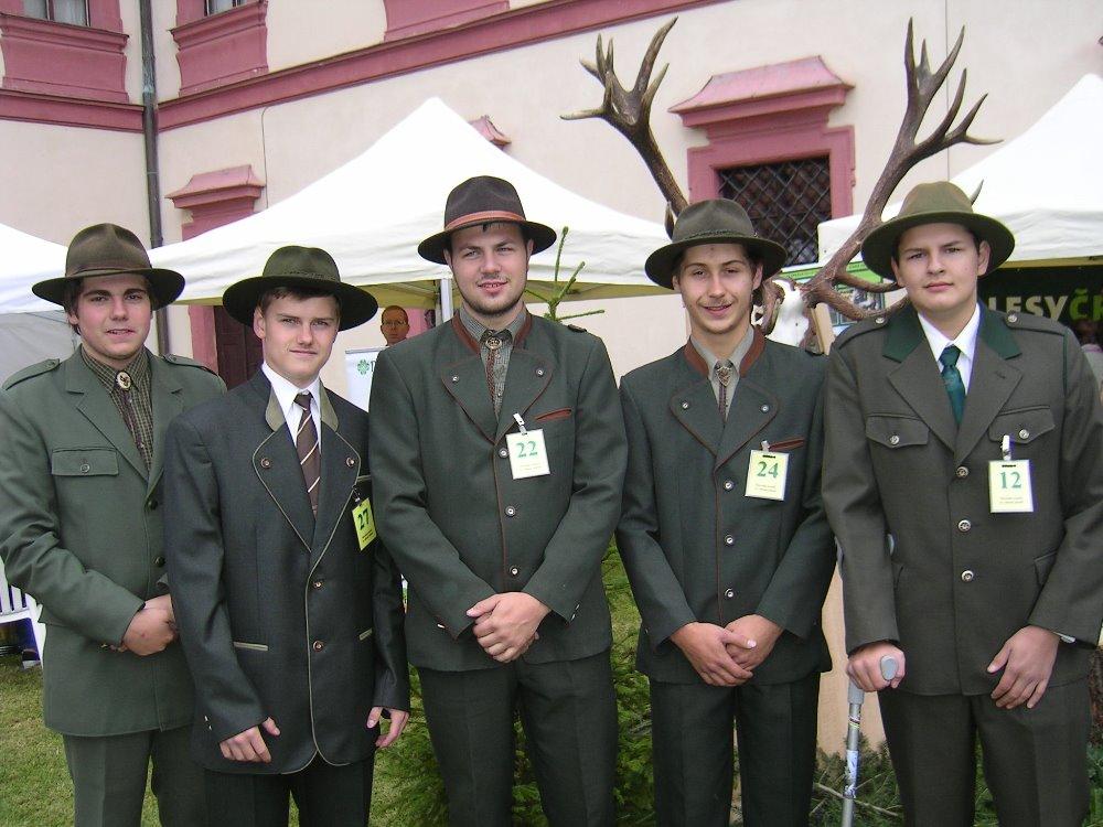 Středoškolské vzdělání s maturitou, výučním listem v oboru lesnictví, zahradnictví a včelařství