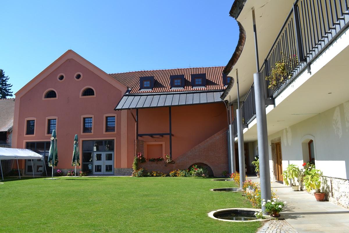 Stravování a ubytování pro skupiny, Hotel Antoň