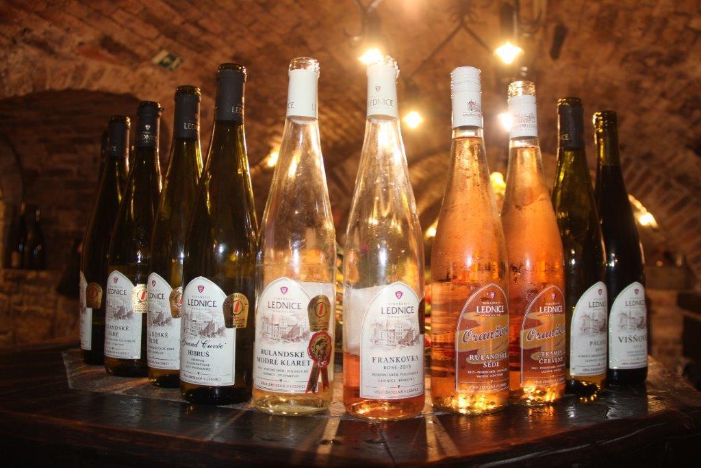 Valtice - vinařství, ochutnávky vína, návštěva podzemí