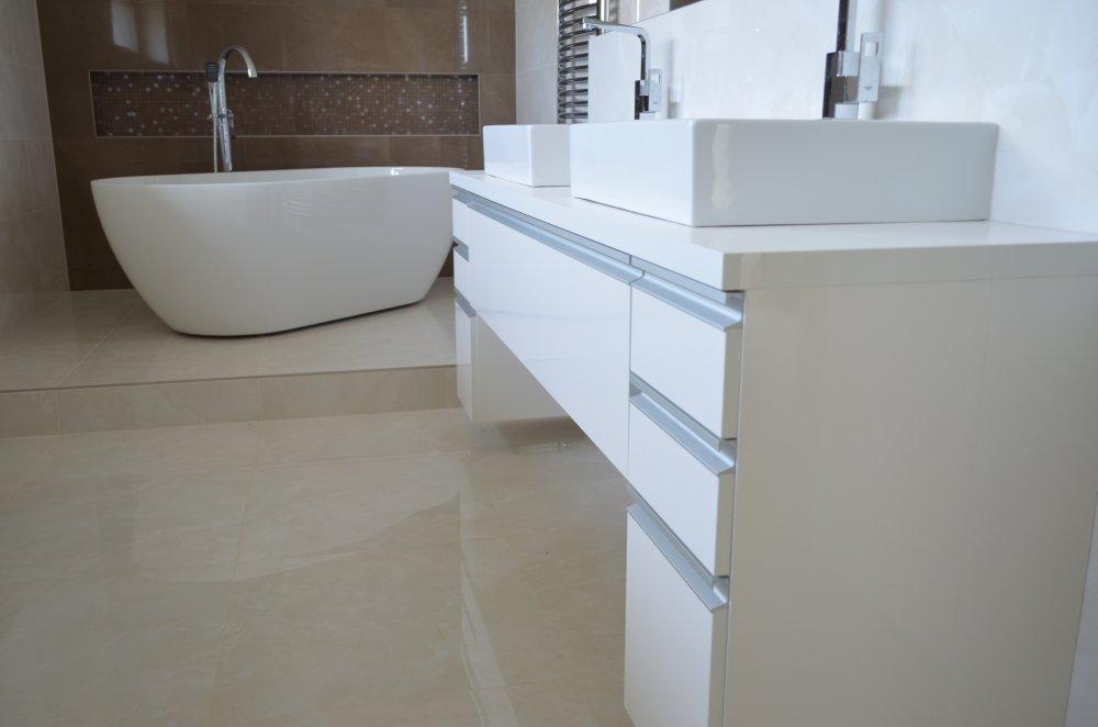 Koupelnový nábytek pro míru pro hotely
