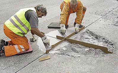 FREKO a.s., oprava, údržba, rekonstrukce vozovek, letištních ploch, silnic a dálnic