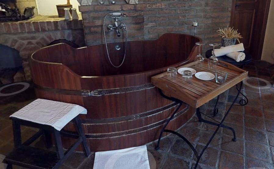 Užijte si relaxační vinné nebo pivní koupele v zámeckém hotelu