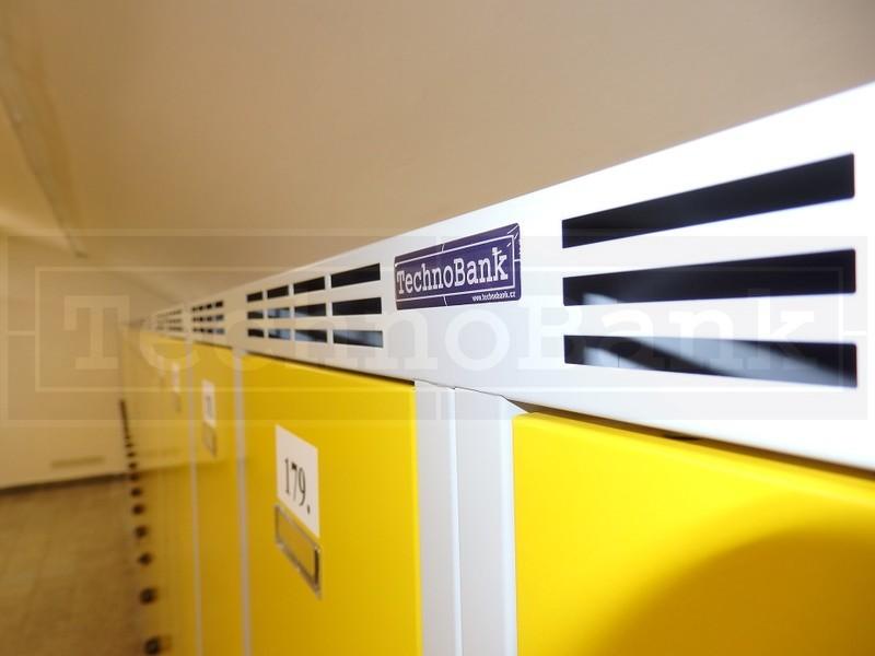 Dvou a třídveřové snížené šatní skříňky do atypických prostor Praha