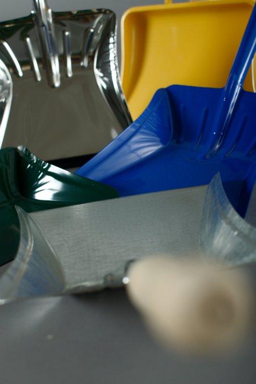 Kovovýroba, výrobky z plechu pro domácnost, lopatky, kuchyňská struhadla, krbové příslušenství