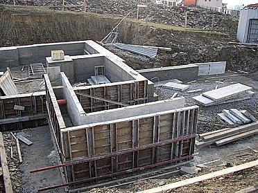 Stavební firma Ing. Jindřich Uherík, zemní a zednické práce, instalace, základy, realizace staveb