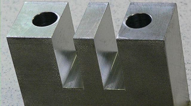 Strojírenská výroba, zakázkové kovoobrábění, CNC obrábění, soustružení, vrtání, frézování