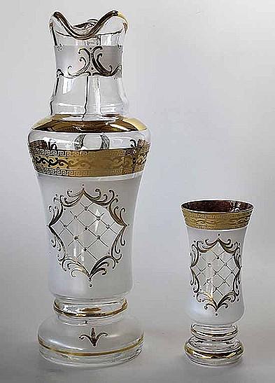 Skleněné výrobky, džbány, dekorované sklenice, historické sklo