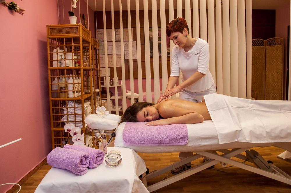 Masáže pro relax i úlevu od bolesti - klasická, lymfatická, baňková, thajská, havajská masáž, Dornova metoda