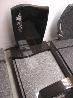 Urnové hroby různých tvarů skladem