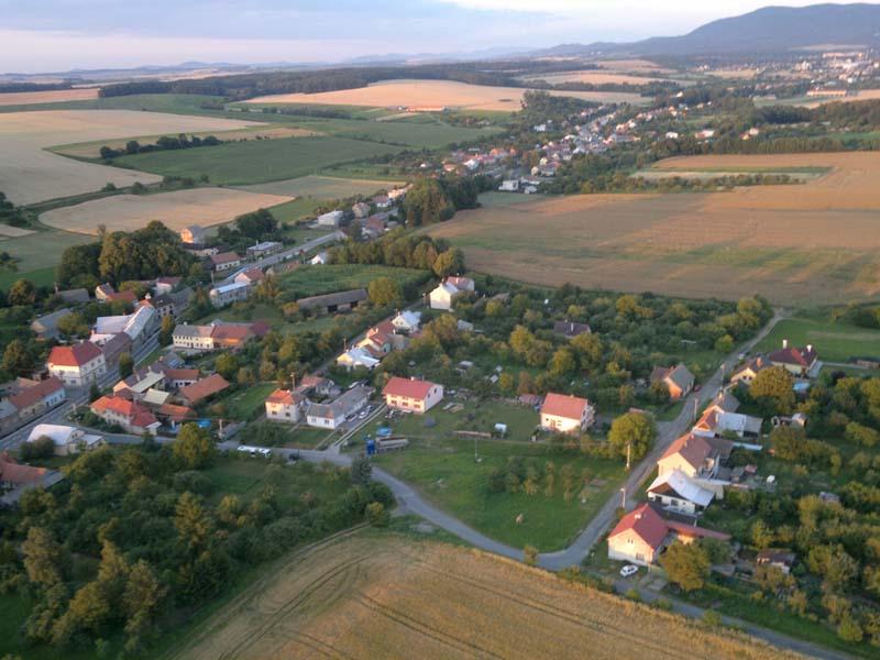 Obec Lipová na Přerovsku, součást mikroregionu Moštěnka, vesnice na úpatí Hostýnských vrchů