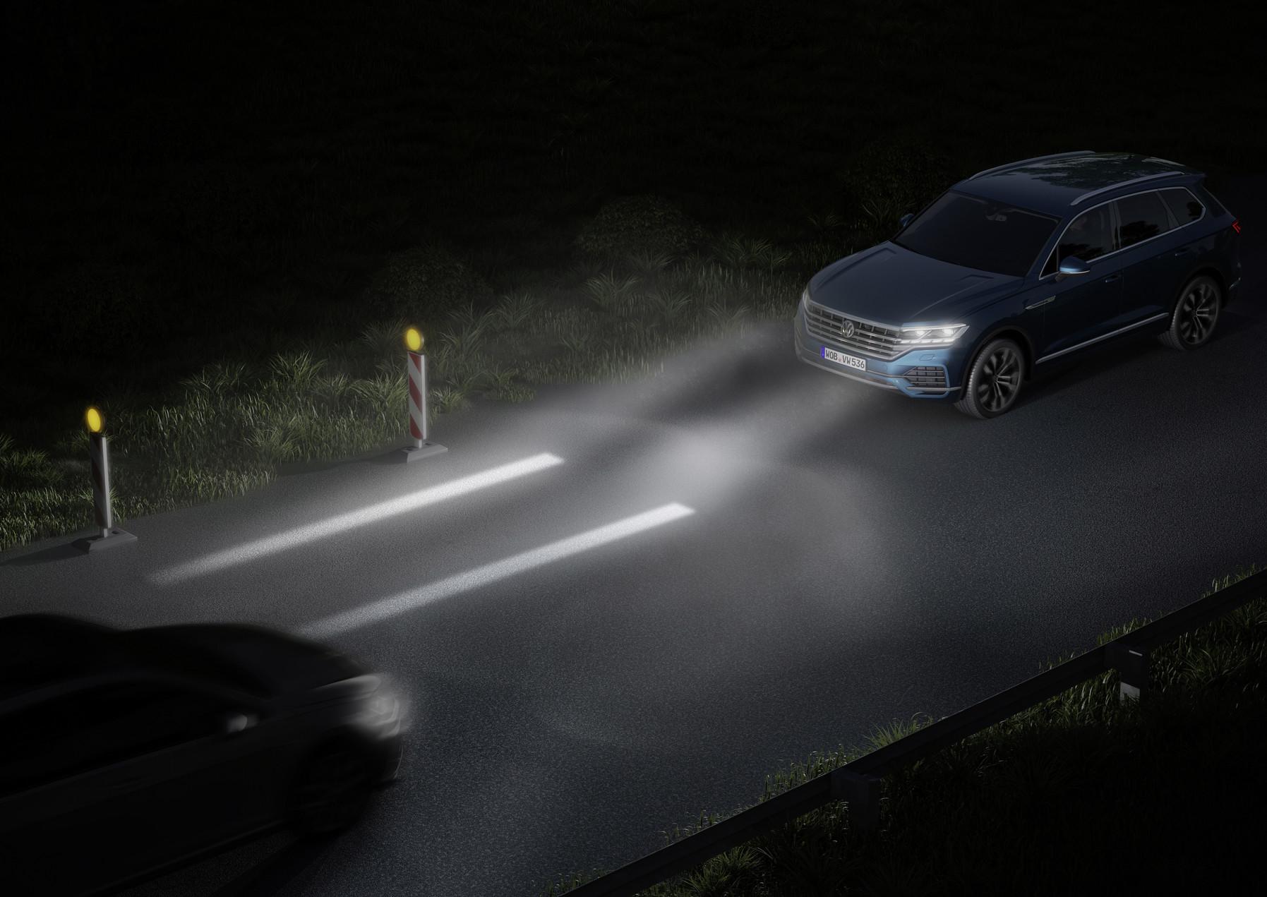 Interaktivní přední světlomety promítnou na vozovku jízdní pruhy