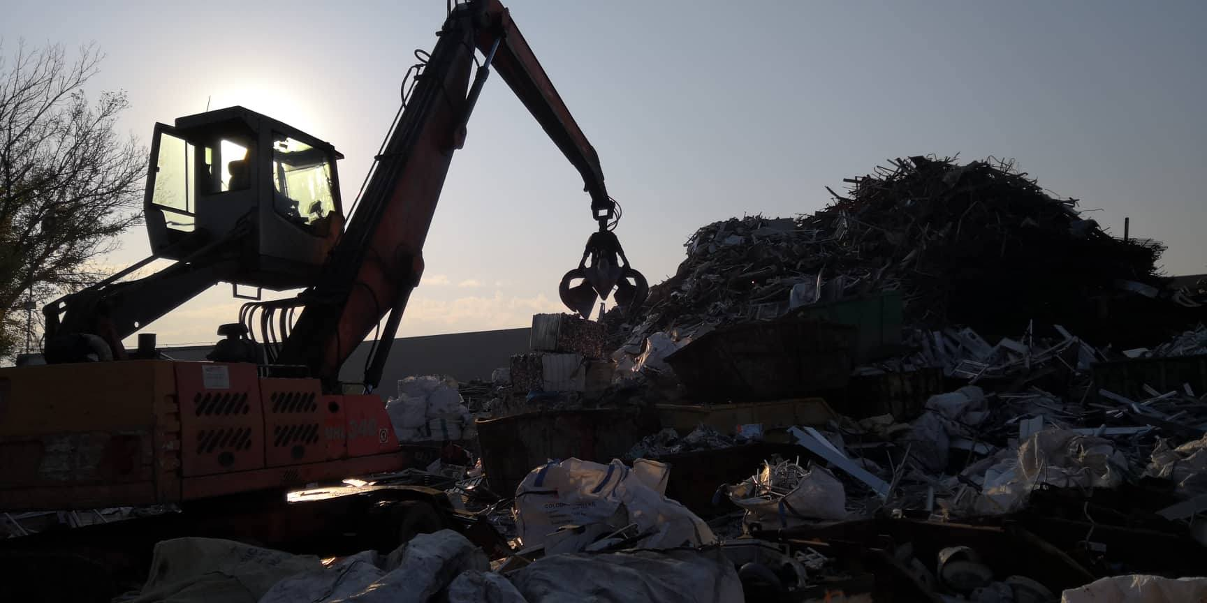 Zajistíme Vám pravidelný servis vývozu, odvozu nebo svozu odpadů z firem