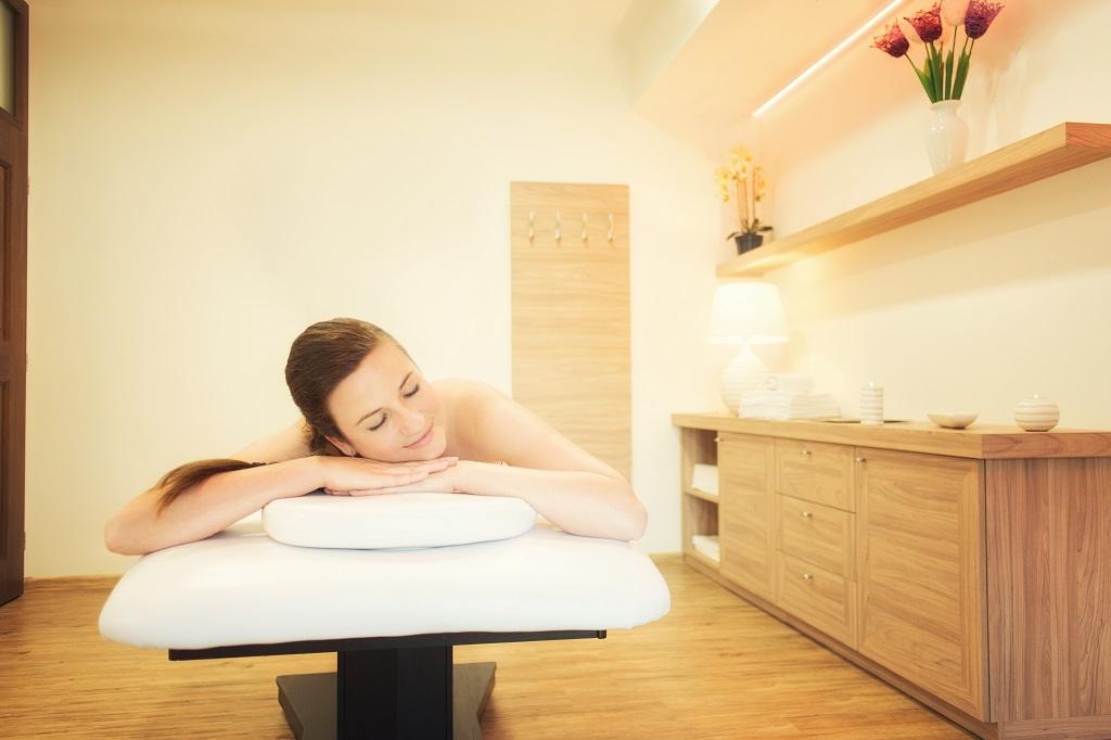 Hýčkejte své tělo prostřednictvím masáží našeho Beauty centra