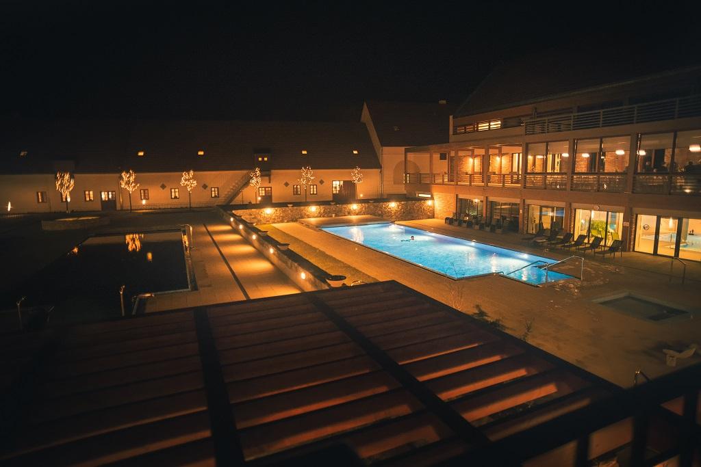 Odpočinout si můžete i v některém z našich bazénů