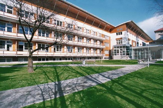 Zemní práce, výstavby komunikací Hradec Králové - parkoviště, chodníky, betonové dlažby