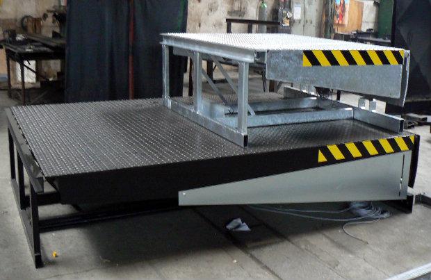 Nájezdové rampy pro sklady, logistická a obchodní centra, hydraulické vyrovnávací můstky