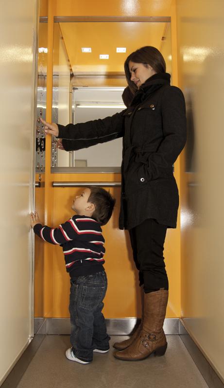 Servis a montáž výtahů pro bytové budovy, hotely, nákupní centra