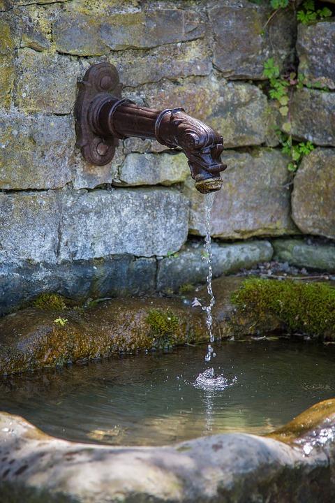 Dovezení vody z cisterny