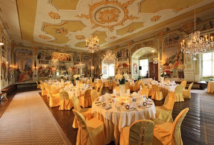 Svatební hostina na zámku