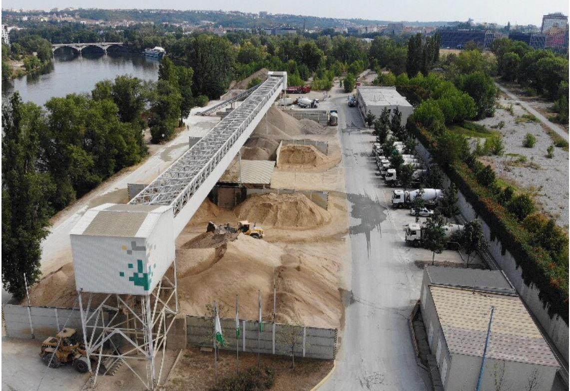 Snížení kamionové dopravy ve městech umístěním betonárky v přístavu