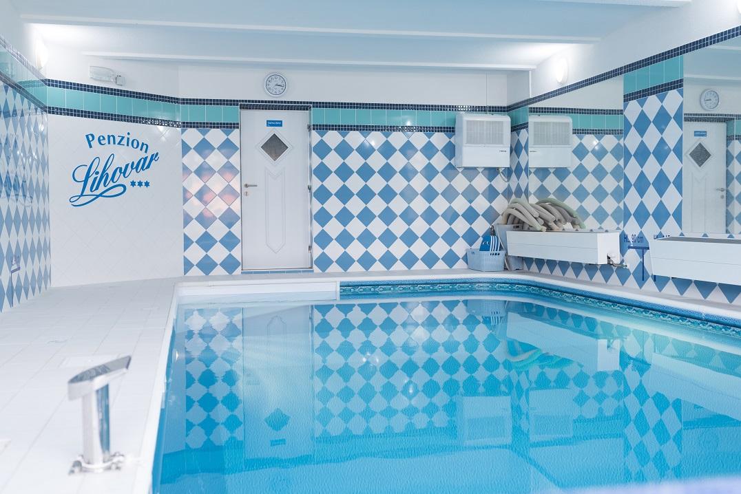 Odpočinkové aktivity pro firemní akce a teambuldingy - vyhřívaný krytý bazén