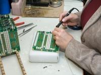 Montážní dílna, kontrola, třídění, štítkování a etiketování dílů