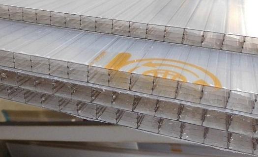 Kvalitní materiál - vynikající vlastnosti polykarbonových desek