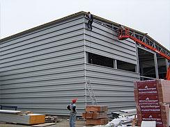 Provětrávané fasády a ocelové konstrukce – izolace objektů bez vzniku plísní