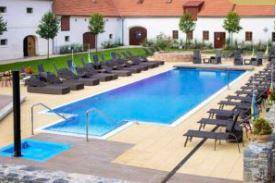 Ubytování v hotelu s bazénem