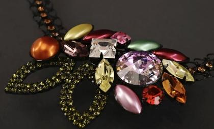Výroba pravé jablonecké bižuterie, šperky, rondelky, bižuterní polotovary, kovové borty
