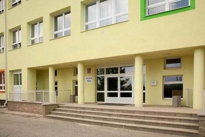 Základní devítiletá škola v Jedovnicích s bohatou nabídkou zájmových kroužků a školních akcí