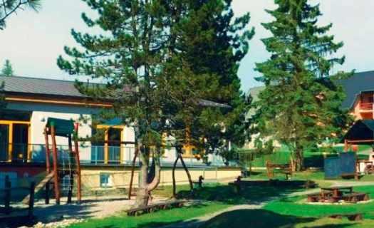 Základní škola Frymburk, venkovní a jazyková učebna, družina, klub