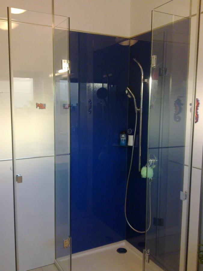 Výroba skleněných sprchových koutů a míru