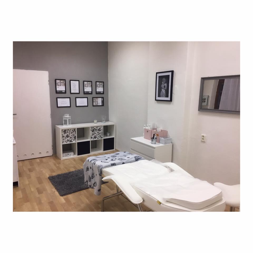 Kosmetické ošetření pleti, líčení, barvení obočí, řas - kosmetika