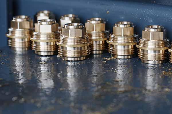 Kovovýroba, obrábění kovů, výroba spojovacích prvků pro potrubí