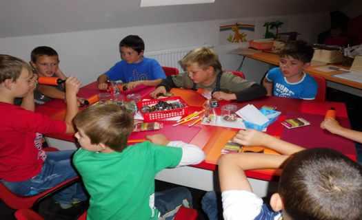 Základní škola s využitím interaktivních vzdělávacích pomůcek a moderní výukou