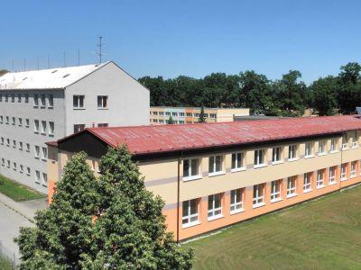 Středoškolské vzdělání v oboru elektro a informační technologie, internát, jídelna