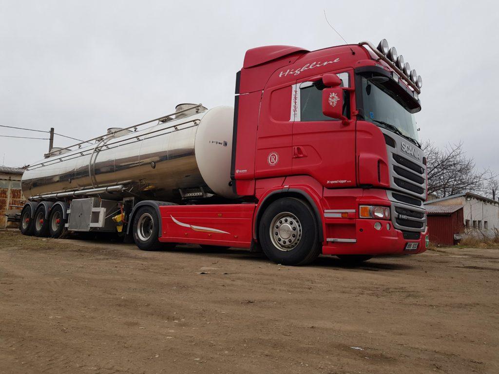 Mezinárodní kamionová přeprava potravin a materiálu