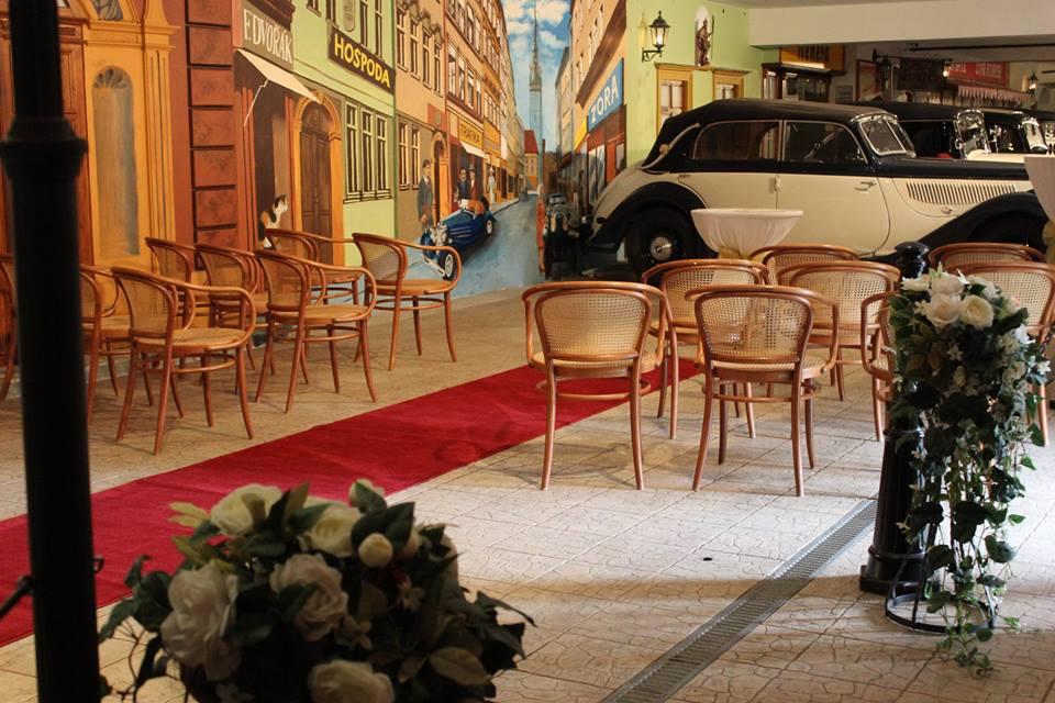 Konání svateb s ubytováním - svatební obřad v muzeum veteránů