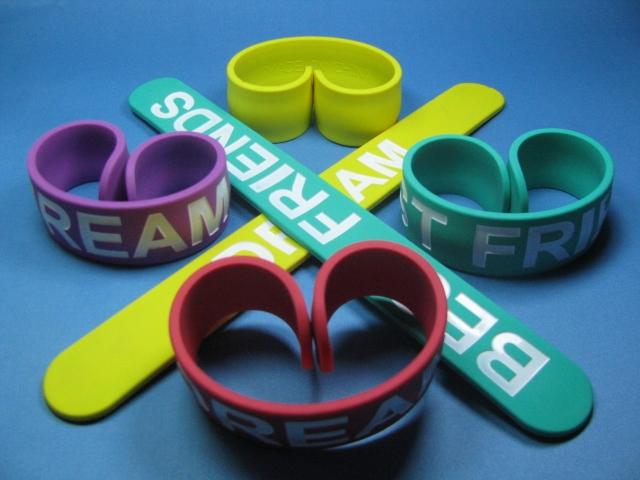 Svinovací reflexní pásky na ruku, bezpečnostní prvek pro chodce i cyklisty