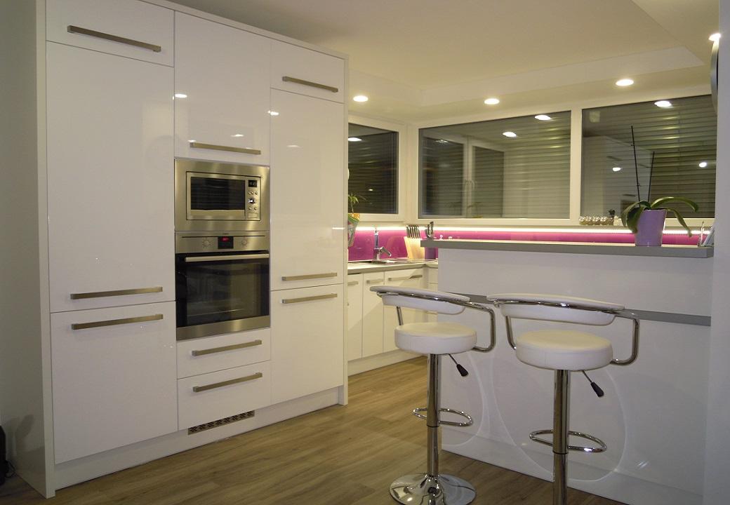 Grafický návrh, realizace a montáž kuchyní
