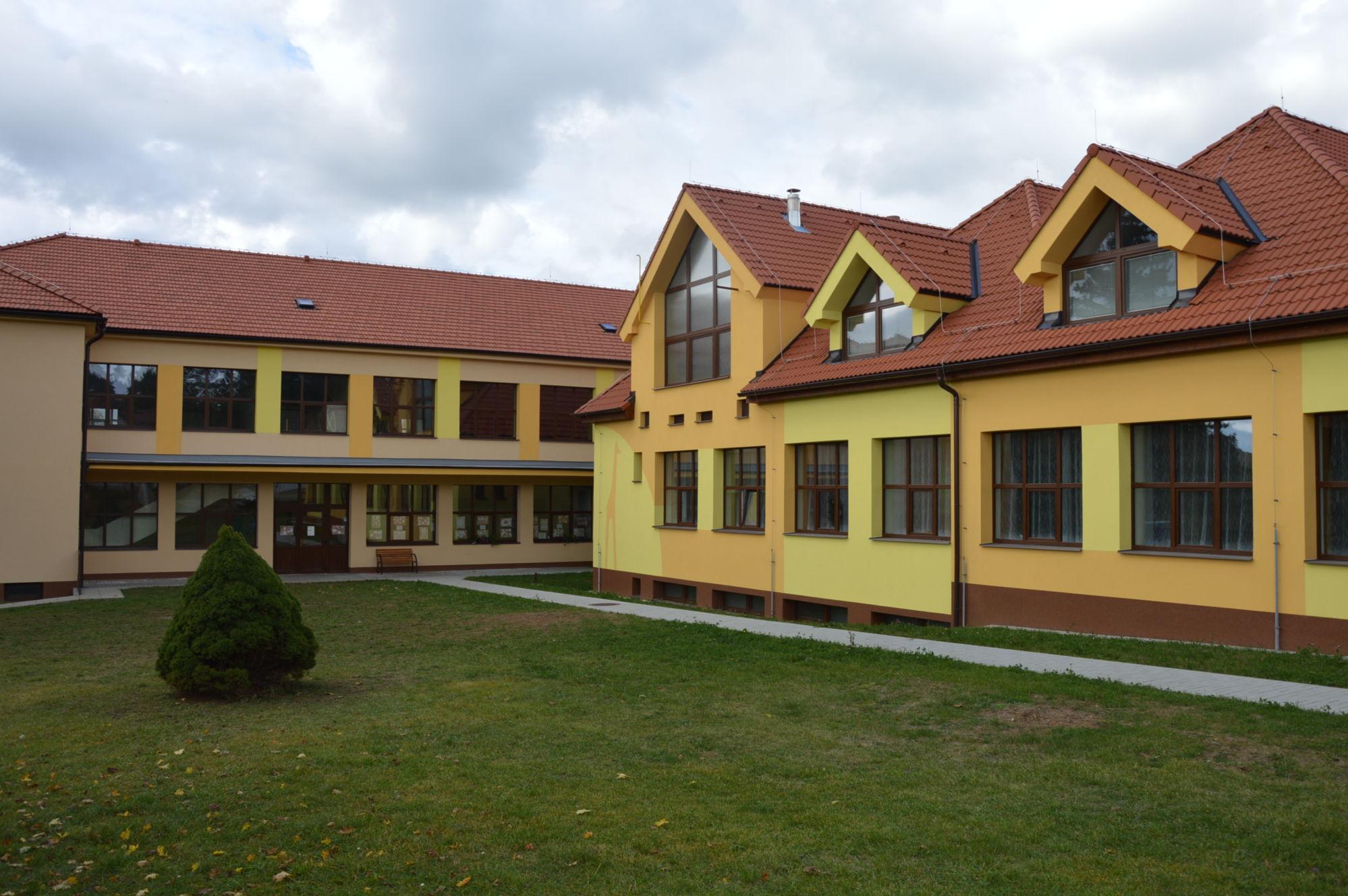 Základní a mateřská škola rodinného typu v Chráněné krajinné oblasti Blaník u Benešova