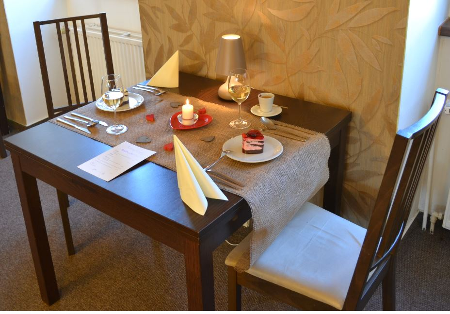 Prostírání na Valentýna - hotelová restaurace Štramberk