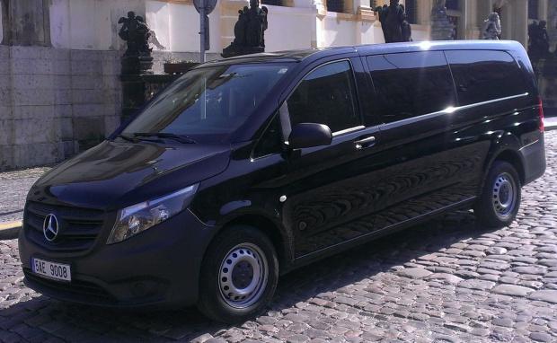 Doprava moderními autobusy s profesionálními a spolehlivými řidiči