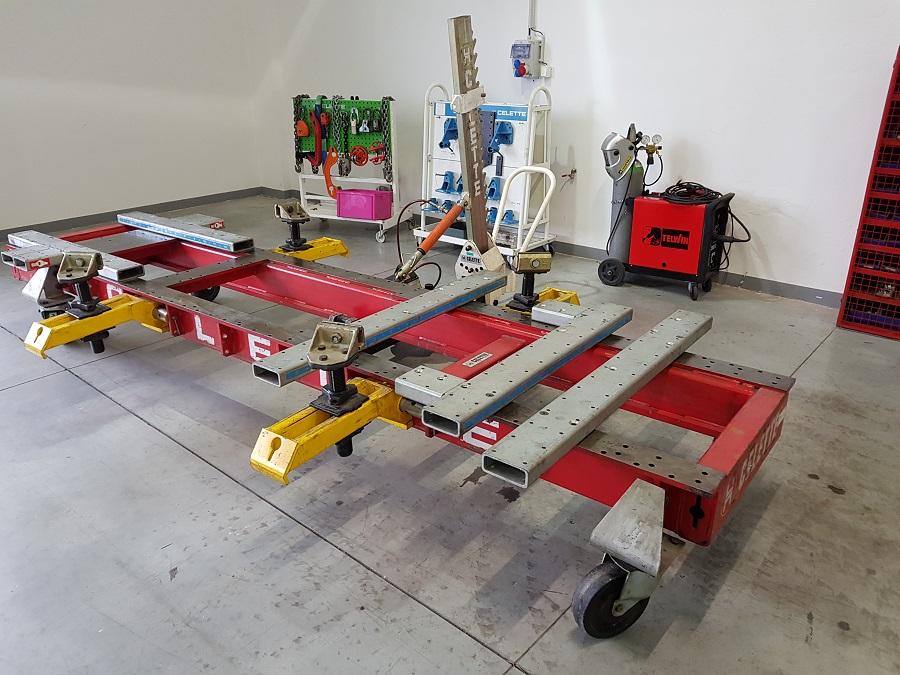 Opravy karoserií - rovnací stolice